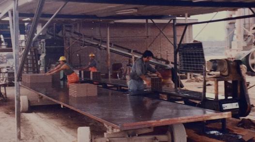 1990-Ladrillos piramide